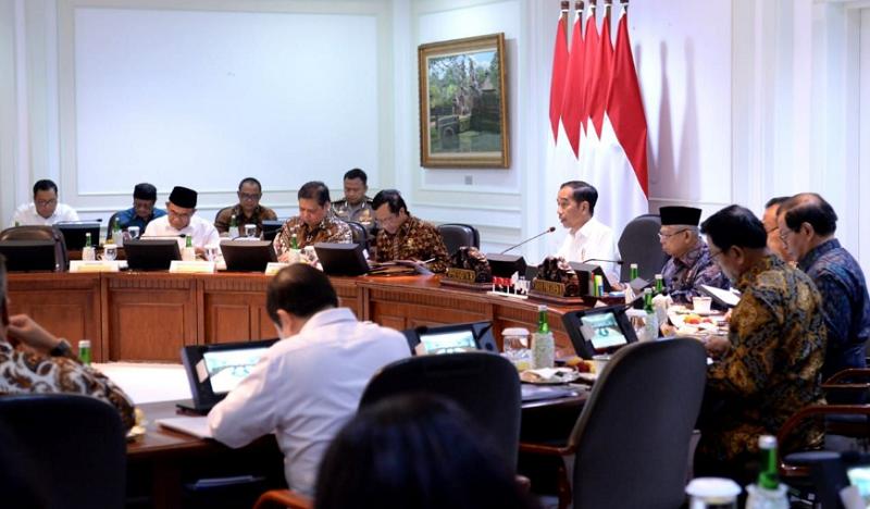 Presiden Joko Widodo memimpin rapat terbatas terkait akselerasi program tol laut. Ratas tersebut digelar di Kantor Presiden, Jakarta pada Kamis, 5 Maret 2020
