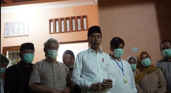 Presiden Jokowi mewakili keluarga besar memohon doanya kepada masyarakat Indonesia. (Foto: Headline.co.id)