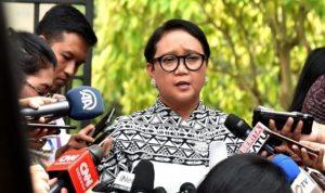 Retno Marsudi saat memberikan keterangan pers.