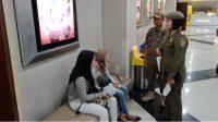 Sejumlah Pelajar terjaring razia Satpol PP, hal ini guna memastikan para pelajar belajar dirumah karena menyebarnya Pandemik Corona di Indonesia. (Foto: Dedi Hariyadi)
