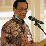 Sri Sultan Hamengkubuwono X selaku Gubernur DIY memberikan keterangan pers di Bangsal Kepatihan Yogyakarta. (Foto: Humas Jogja)