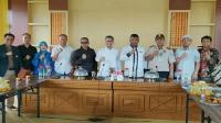 Wali Kota Kendari Sulkarnain bersama pejabat dan berbagai pihak terkait, usai rapat koordinasi pencegahan Virus Corona