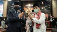 Anies Baswedan dan Riza Patria pasangan Gubernur DKI Jakarta. (Foto: Antara)