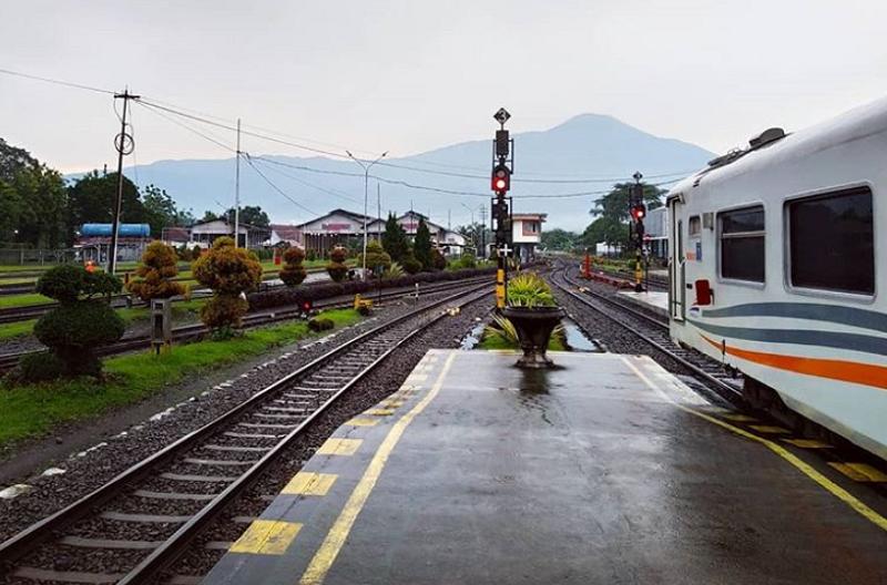 Datar perjalanan KA yang masih Beroperasi setelah penerapan PSBB Jakarta