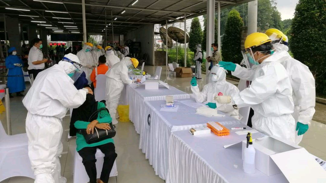 Dinas Perhubungan dan Gugus Tugas Covid-19 Provinsi Jawa Barat beserta PT KAI (Persero) menyelenggarakan tes swab masal di Stasiun Bogor.