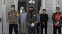 Gubernur Jawa Barat Ridwan Kamil memberikan keterangan pers terkait PSBB di Lima Wilayah di Jabar.