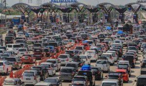 Ilustrasi Mudik lebaran lewat jalur darat di Gerbang Tol Palimanan. (Foto: Antara)