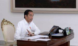 Jokowi memimpin rapat pembahasan tentang ketersediaan bahan-bahan pokok didaerah. (Foto: Setpres)
