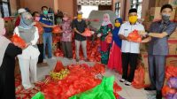Keluarga Besar PT Lembah Anor memberikan ribuan bantuan kepada masyarakat terdampak virus Corona. (Foto: Headline.co.id)