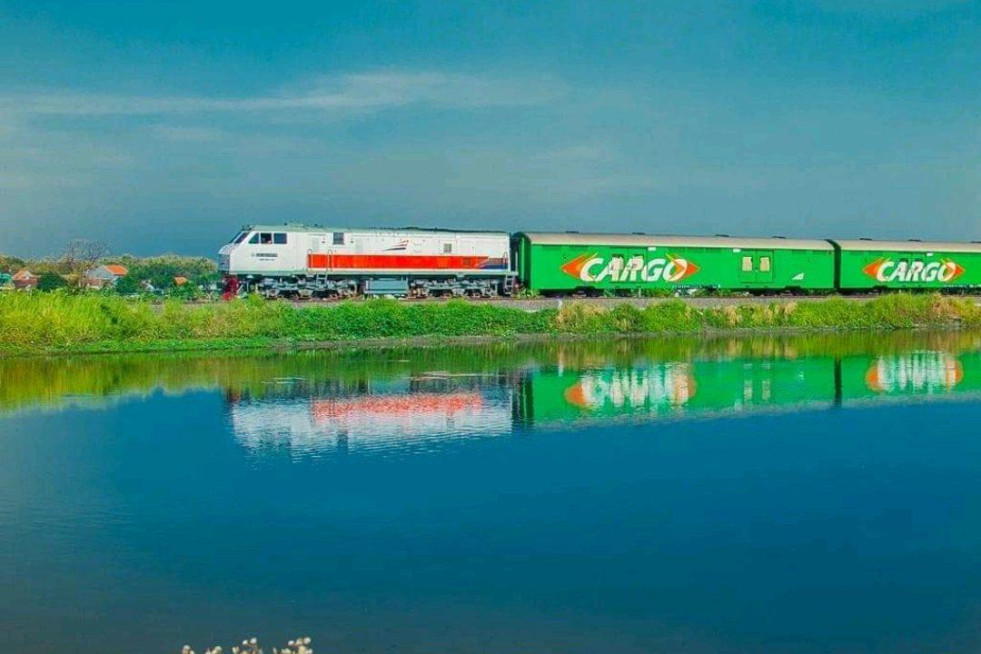 Layanan Rail Express KAI garda terdepan Pengiriman pangan yang Efektif dan Efisien. (Foto: @keretaapikita)