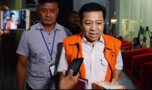 Mantan Ketua DPR RI Setya Novanto saat memakai rompi KPK. (Foto: Tempo.co)