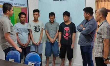Para tersangka kasus curat di Pekanbaru. (ANTARA)
