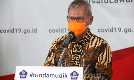 Pemerintah mewajibkan masker.