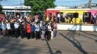 Penumpukan penumpang di Stasiun Bogor imbas PSBB. (Foto: Antara)