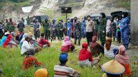 Peringati Hari Kartini ditengah Pandemi Corona, Srikandi DIY gelar bakti sosial di TPST Piyungan. (Foto: Headline.co.id)