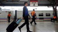 Perjalanan KA dibatalkan dari Yogyakart menuju Jakarta. (Foto: Antara)
