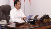 Presiden Joko Widodo memimpin rapat terbatas (ratas) terkait lanjutan pembahasan program mitigasi dampak Covid-19 terhadap usaha mikro, kecil, dan menengah secara telekonferensi dari Istana Merdeka