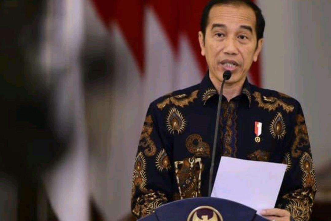 Presiden Jokowi memberikan keterangan pers melalui Teleconfrence di Istana Negara. (Foto: Setpres)