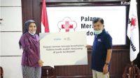 Rachel Vennya saat memberikan donasi kepada PMI diterima lansung Jusuf Kalla. (Dok. Kitabisa)