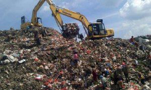 Sampah yang menggunung di Bantargebang.