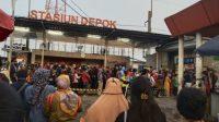 Terlihat penumpukan penumpang di Stasiun Depok. (Foto: @Yuniatika)