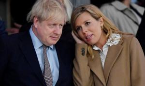 Perdana Menteri Boris Johnson bersama tunangannya Carrie Symonds