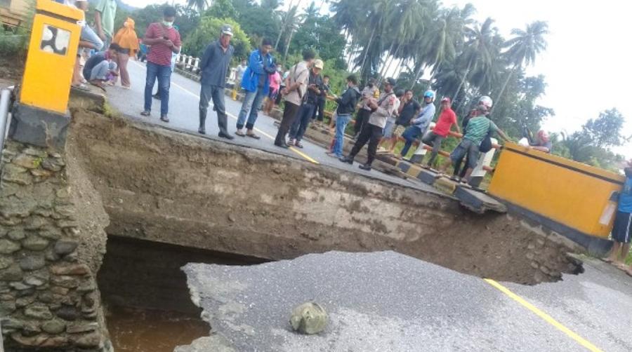 Ilustrasi Kondisi Jembatan Maranda Poso yang putus akibat banjir