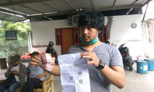 Jayus Brianmay Putra (30) kaget menerima bantuan sosial. (Foto: Pikiran Rakyat, Ririn)