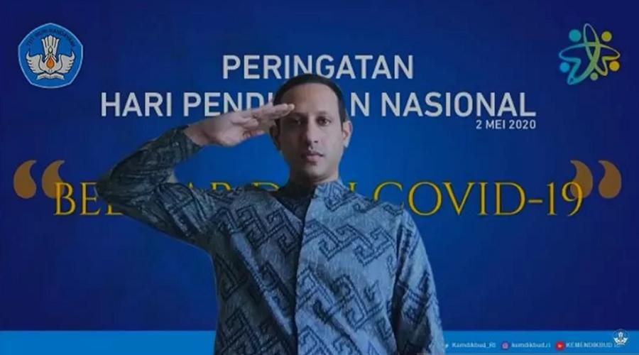 Mendikbud Nadiem Anwar Makarim saat memimpin upacara peringatan pendidikan nasional