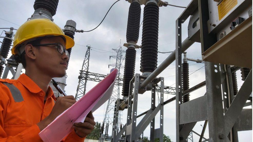 PLN kerahkan personil untuk mengamankan listrik selama lebaran. (Foto: Istimewa)