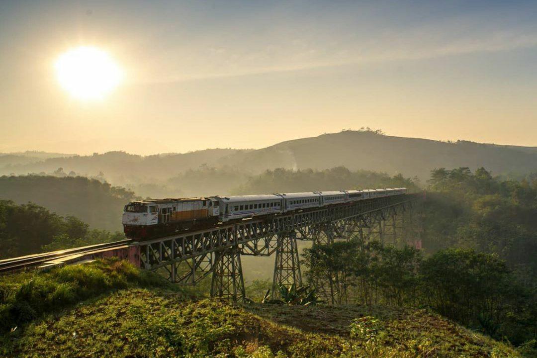 PT KAI berlakukan Perjalanan Kereta Luar Biasa. (Foto: Keretaapikita)