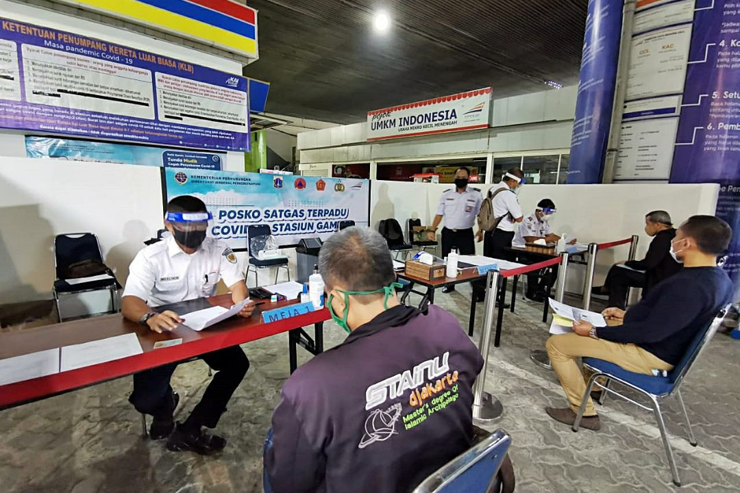 PT Kereta Api Indonesia (Persero) membuka pelayanan naik-turun penumpang Kereta Api Luar Biasa (KLB) di Stasiun Purwokerto. (Foto: Headline.co.id)