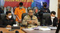 Polda Metro Jaya melakukan jumpa pers terkait pembunuhan sopir taksi online di Rawamangun, Jakarta Timur. (Foto: Antara)