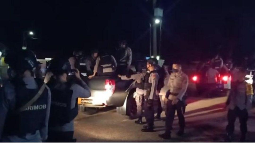 Polisi di Jambi membebaskan sejumlah personelnya yang disandera warga di Jambi. (Foto: Istimewa)