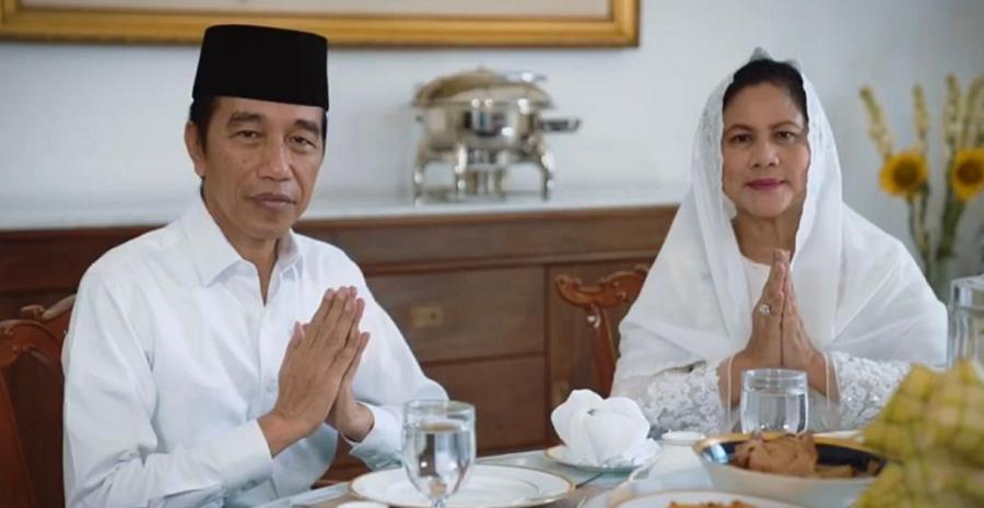 Presiden Joko Widodo dan Ibu Negara Iriana Joko Widodo mengucapkan selamat hari raya Idulfitri 1 Syawal 1441 Hijriah di Istana Kepresidenan Bogor