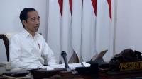 Presiden Joko Widodo memimpin rapat terbatas terkait penyederhanaan prosedur bantuan sosial tunai dan BLT Dana Desa melalui telekonferensi dari Istana Merdeka