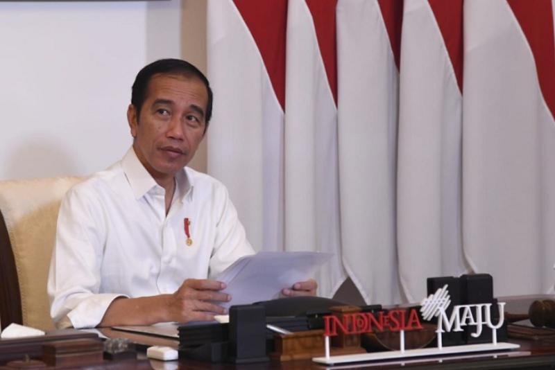 Presiden Joko Widodo menyampaikan tanggapan terkait Pembatasan Sosial Berskala Besar
