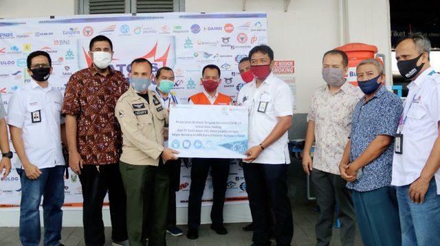 Satgas BUMN Sumatera Barat kembali menyalurkan sejumlah bantuan dalam rangka menghadapi wabah Corona (Covid-19). (Foto: Headline.co.id)