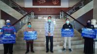 Secara Simbolis Bang Indonesia Lampung menyerahkan paket bantuan dampak Covid-19