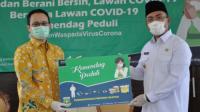 Wakil Gubernur Banten Andika Hazrumi saat menerima Donasi Kemendag Peduli Kepada Pemerintah Provinsi Banten.