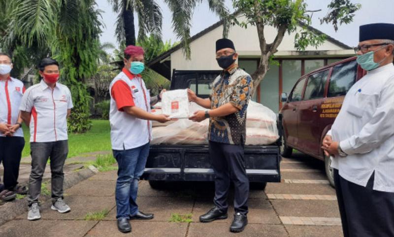 Wakil Gubernur Banten Andika Hazrumy menerima bantuan INTI Banten