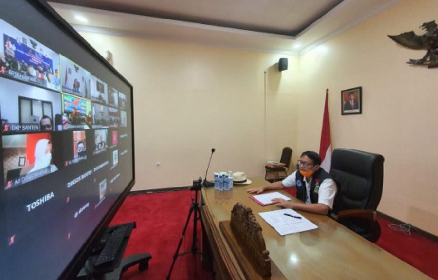 Gubernur Banten Wahidin Halim saat telekonferensi Rapat Evaluasi PSBB Wilayah Tangerang Raya