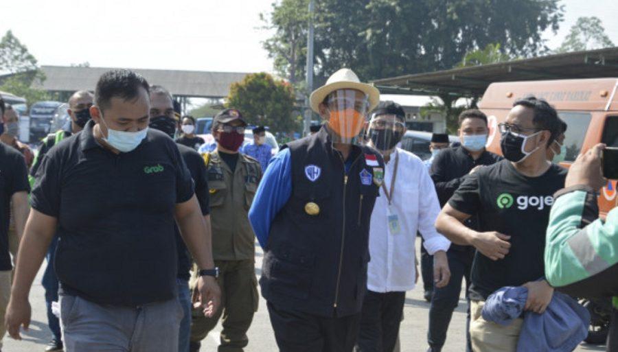 Gubernur Banten WH meninjau dan mendatangi hari pertama pelaksanaan Swab Test Gratis para pengemudi Ojol di Tangerang Raya