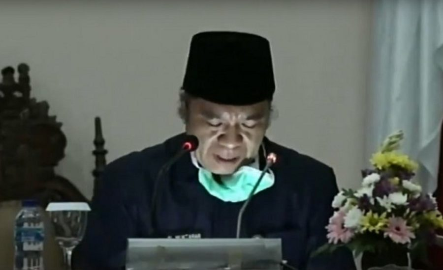 Sekda Al Muktabar membacakan pandangan Gubernur Banten