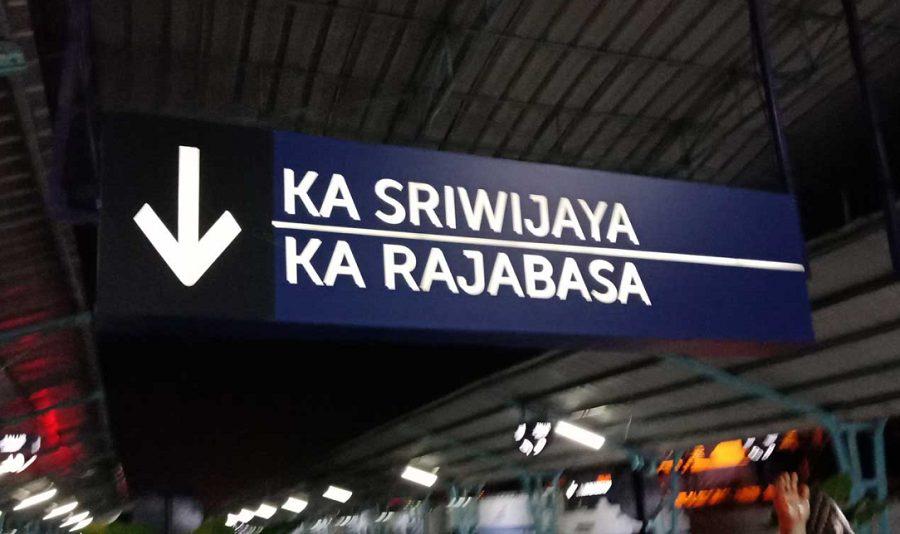 Ilustrasi Stasiun Pemberangkatan KA Rajabasa