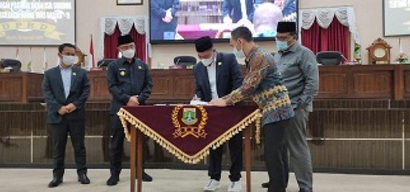 Penandatanganan Perda Covid-19 Banten