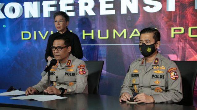 Kepala Divisi Humas Polri Irjen Argo Yuwono sedang mengelar press release