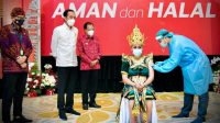 Presiden Jokowi Meninjau Program Vaksinasi Masal di Bali