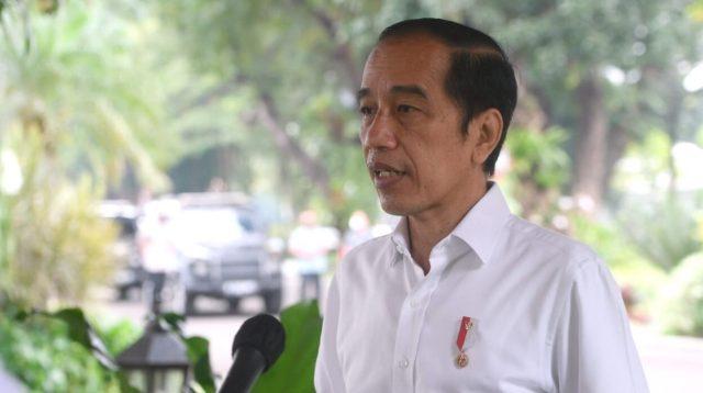 Presiden Joko Widodo saat menyampaikan keterangan di Istana Merdeka mengenai penanganan bencana di Nusa Tenggara Timur dan Nusa Tenggara Barat