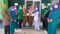 Istri-Istri Fraksi PKB Bagikan 50 Bingkisan Untuk Tenaga Kesehatan Di RSUDBM